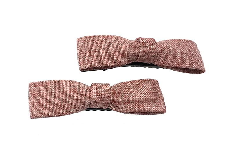 Leuk setje van 2 smalle roze stoffen haarstrikjes.  Op een handig zwart alligator knipje van 5.5 centimeter.