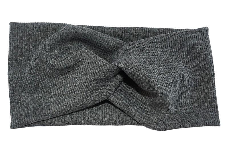 Leuke grijs stoffen tiener en dames hoofdband.  Van zachte rekbare stof, met streepjespatroontje in de stof.  Geknoopt in een hip twistmodelletje.  Het hoofdbandje heeft een leuk breed model.